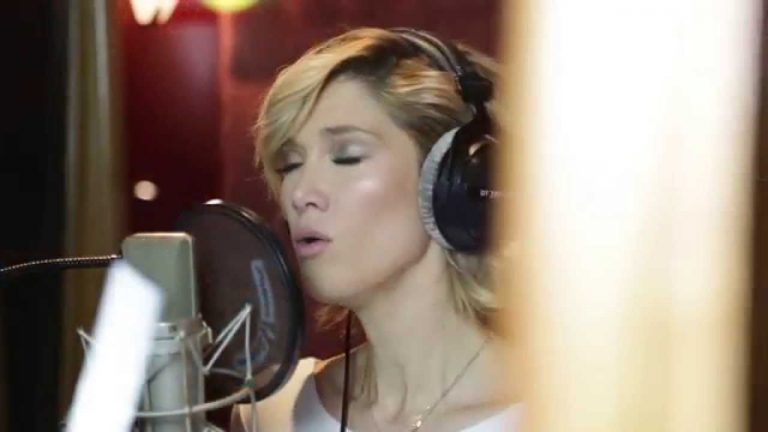 Delta Goodrem & Gurrumul – Silent Night